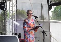 Na zdjęciu Zastępca Dyrektora KOWR w Lublinie Anna Baluch czytająca list od Marszałka Województwa Lu