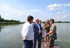 Na zdjęciu Marszałek Województwa Lubelskiego Jarosław Stawiarski, Wójt Gminy Zakrzówek Józef Potoc