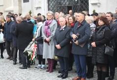 Uroczyste obchody Narodowego Święta Niepodległości pod kościołem WNMP w Kraśniku.