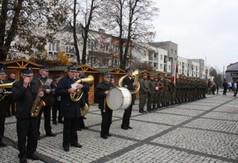 Uroczyste obchody Narodowego Święta Niepodległości na Rynku Starego Miasta w Kraśniku. Na zdjęciu O