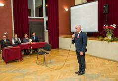 Starosta Kraśnicki Andrzej Rolla przemawiający podczas wieczornicy poświęconej 80 rocznicy wybuchu II