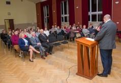 Na zdjęciu Burmistrz Urzędowa przemawiający podczas Dni Kultury Zdrowotnej w Urzędowie.