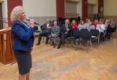 Na zdjęciu Dyrektor OK w Urzędowie Teresa Kazimierak.