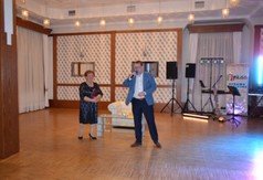 Na zdjęciu Wicestarosta Kraśnicki Karol Rychlewski oraz Teresa Myszak prezes Stowarzyszenia Senior na c