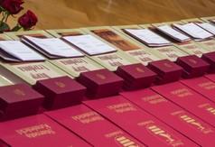 Na zdjęciu medale i dyplomy.