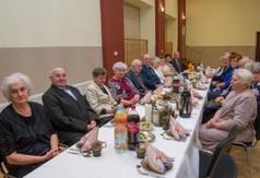 Na zdjęciu seniorzy, którzy świętowali 50-lecie pożycia małżeńskiego.