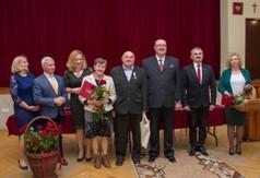 Wspólne zdjęcie organizatorów uroczystości i gości.