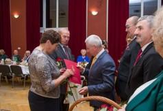 Na zdjęciu Starosta Kraśnicki Andrzej Rolla, Burmistrz Urzędowa Paweł Dąbrowski i Przewodniczący Ra