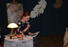Na zdjęciu nauczycielka z Zespołu Szkół Specjalnych.