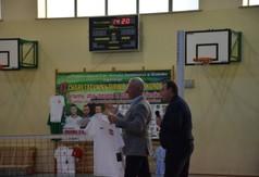 Starosta Kraśnicki Andrzej Rolla wylicytował koszulkę sportową.