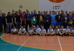 Drużyny grające w turnieju charytatywnym dla Tymka oraz uczestnicy turnieju.
