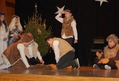 Na zdjęciu dzieci z grupy kolędniczej prezentujące przedstawienie podczas Powiatowego Przeglądu Kolę
