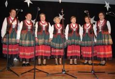 Na zdjęciu panie występujące podczas Powiatowego Przeglądu Kolęd, Pastorałek i Zespołów Kolędnic