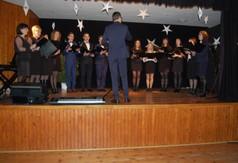 Na zdjęciu chór występujący podczas Powiatowego Przeglądu Kolęd, Pastorałek i Zespołów Kolędnic