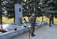 Pomnik upamiętniający ofiary pacyfikacji wsi Szczecyn.