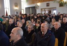 Uczestnicy obchodów pacyfikacji podczas mszy świętej w kościele parafialnym w Szczecynie.