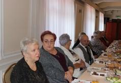 """Na zdjęciu członkowie Klubu """"Aktywny Senior"""" podczas zabawy karnawałowej."""