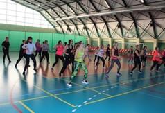 Na zdjęciu panie ćwiczące podczas Charytatywnego Maratonu Zumby dla Hani Bednarz.