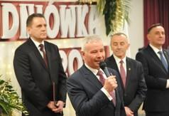 Na zdjęciu Starosta Kraśnicki Andrzej Rolla przemawiający podczas Studniówki ZS nr 1 w Kraśniku.