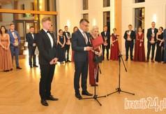 Na zdjęciu Przewodniczący Rady Powiatu w Kraśniku Mariusz Dubiel oraz młodzież z ZS nr 3 w Kraśniku