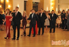 Na zdjęciu uczniowie z ZS nr 3 w Kraśniku tańczący poloneza.