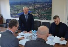 Na zdjęciu władze powiatu,wójtowie i burmistrzowie, Zarząd Dróg w Kraśniku podczas spotkania d