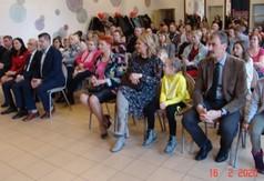 Uczestnicy uroczystości I rocznicą założenia Klubu Honorowych Dawców Krwi PCK im. Św. Walentego w Z