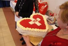 Tort w kształcie serca na I rocznicę założenia Klubu Honorowych Dawców Krwi PCK im. Św. Walentego w