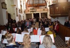 Na zdjęciu uczestnicy Mszy Świętej oraz Młodzieżowa Orkiestra Dęta z Wilkołaza