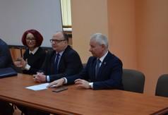 Na zdjęciu od prawej Starosta Kraśnicki Andrzej Rolla, Burmistrz Miasta Kraśnik Wojciech Wilk, Dyrekto