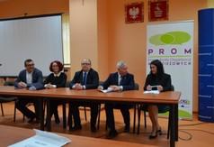 Na zdjęciu od prawej Dyrektor Zespołu Szkół Nr 3 w Kraśniku Aneta Jabłońska-Ośka,Starosta Kraśni