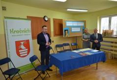 Na zdjęciu od lewej Dyrektor ZPO w Urzędowie Krzysztof Kozłowski, dr Anna Wnuk nauczycielka i Starost