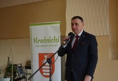 Na zdjęciu Poseł na Sejm RP Kazimierz Choma przemawiający podczas Dnia Kobiet.