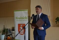 Artur Domański Departament Promocji, Sportu i Turystyki przemawiający podczas Dnia Kobiet.
