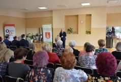 Starosta Kraśnicki Andrzej Rolla przemawiający podczas Dnia Kobiet.