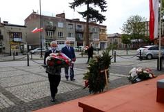Starosta Kraśnicki Andrzej Rolla, członkowie Zarządu Powiatu w Kraśniku Roman Bijak składający