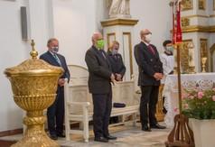 Uczestnicy Mszy św. w intencji ojczyzny, która odbyła w kościele parafialnym w Urzędowie.