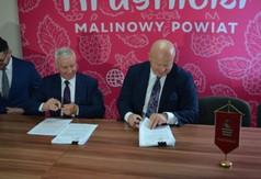 Od lewej Dyrektor Powiatowego Urzędu Pracy w Kraśniku Krzysztof Grzegorczyk, Starosta Kraśnicki Andrze