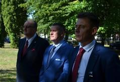 Burmistrz Urzędowa Pan Paweł Dąbrowski, członek Zarządu Powiatu w Kraśniku Grzegorz Przywara,