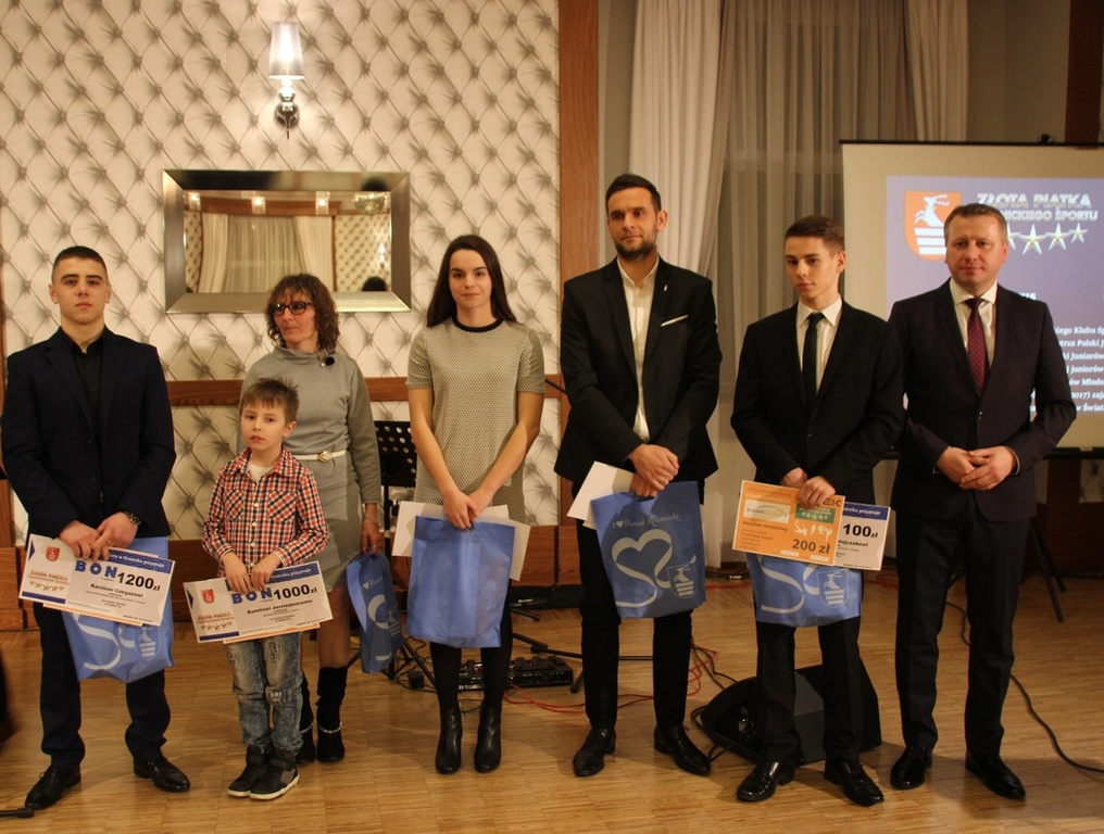 Miłośnicy sportu w Powiecie Kraśnickim wybrali najpopularniejszych sportowców w plebiscycie zorganizo (link otworzy duże zdjęcie)