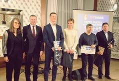 Organizatorzy Plebiscytu uhonorowali również Ambasadorów Kraśnickiego Sportu. W środku Jakub Kalinow (link otworzy duże zdjęcie)