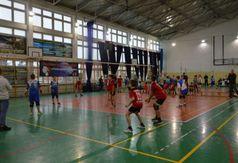Mecz podczas turnieju mikołajkowego (link otworzy duże zdjęcie)