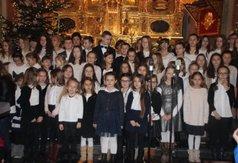 Na zdjęciu Chór młodzieżowy Sekret ze Szkoły nr 6 w Kraśniku. (link otworzy duże zdjęcie)