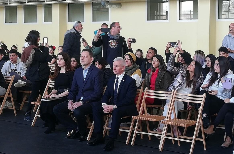 Na zdjęciu Starosta Kraśnicki Andrzej Rolla, dyrektor Zespołu Szkół nr 1 w Kraśniku Piotr Mieczniko (link otworzy duże zdjęcie)