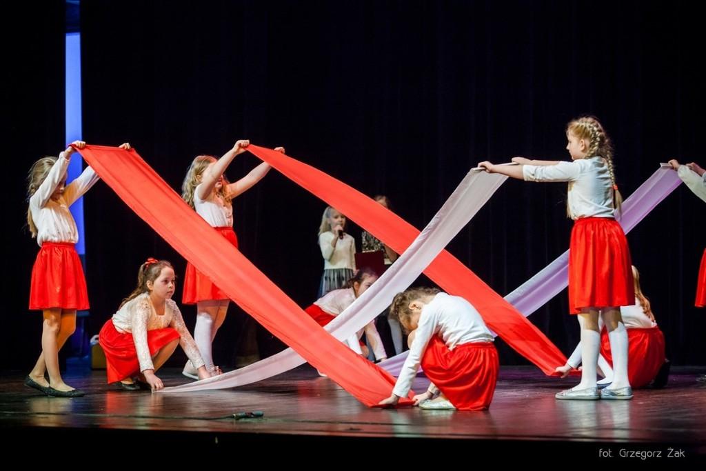 Na zdjęciu Zespół Teatralny Gościedarowiacy podczas przedstawienia Legenda o Białym Orle. (link otworzy duże zdjęcie)
