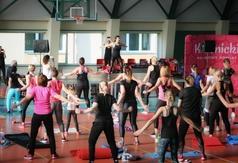 Grafika - zdjęcie ćwiczących podczas V Konwencji Fitness