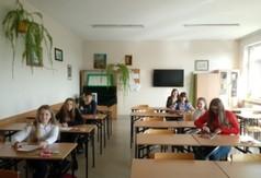 Na zdjęciu uczniowie Zespołu Szkół im. Jana Pawła II w Annopolu podczas VI edycji Konkursu Wiedzy o