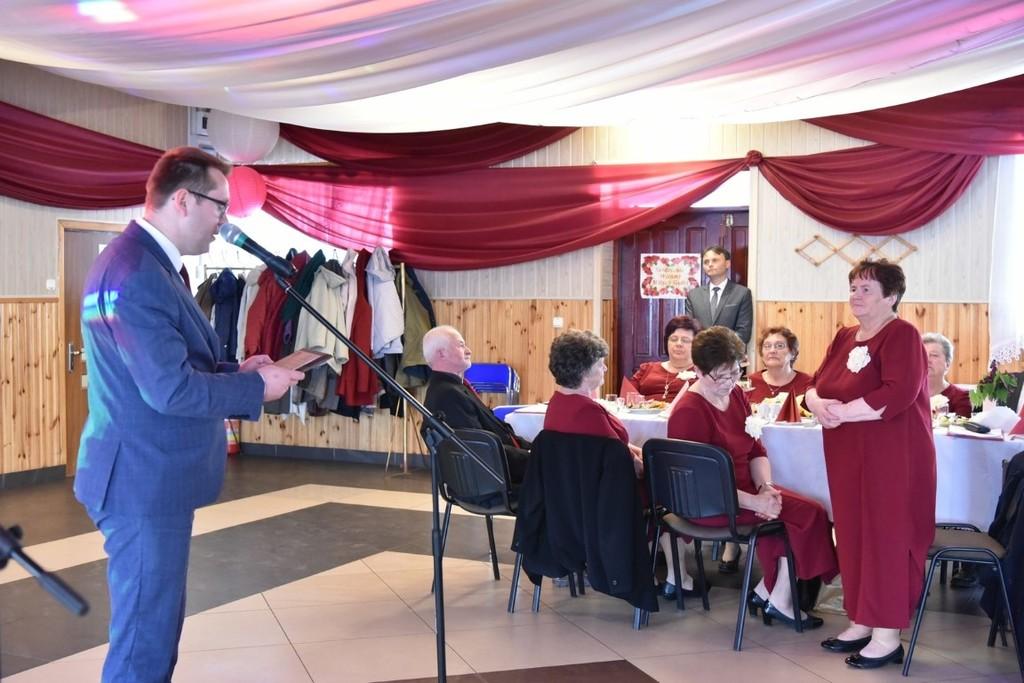 Na zdjęciu Wicestarosta Kraśnicki Karol Rychlewski przemawiający podczas 15-lecia działalności (link otworzy duże zdjęcie)