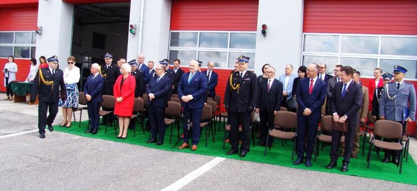 Na zdjęciu uczestnicy uroczystości Powiatowych Obchodów Dnia Strażaka. (link otworzy duże zdjęcie)