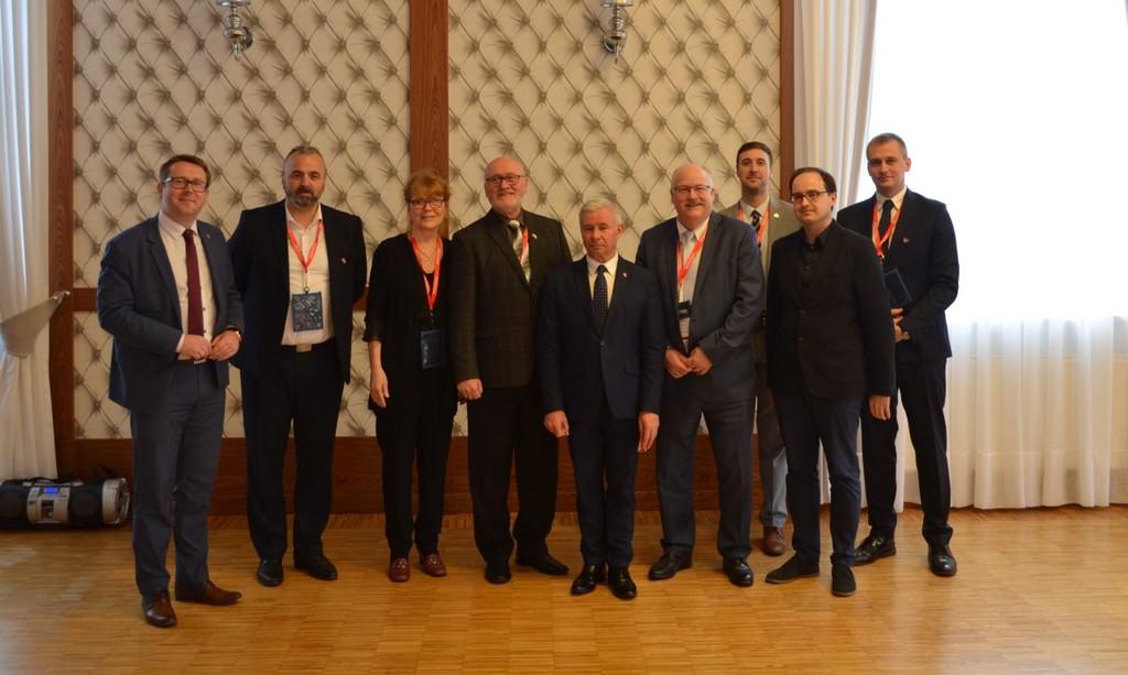 Na zdjęciu Starosta Kraśnicki Andrzej Rolla, Wicestarosta Kraśnicki Karol Rychlewski oraz delegac (link otworzy duże zdjęcie)